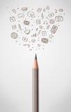 Bleistiftnahaufnahme mit Sozialmedienikonen Stockfotos