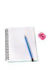 Bleistiftpapier und -bleistiftspitzer Lizenzfreie Stockfotografie
