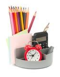 Bleistiftschale mit Wecker Lizenzfreie Stockfotos