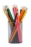 Bleistiftschale mit Zeichenstiften, Vorderansicht Stockfoto