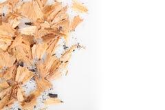 Bleistiftschnitzel auf weißem Hintergrund Lizenzfreies Stockfoto