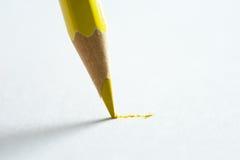 Bleistiftschreiben auf Papier Lizenzfreie Stockfotografie