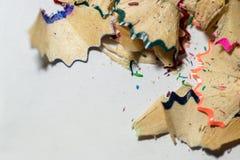 Bleistiftspitzende hölzerne vibrierende Schnitzel Stockfoto