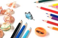 Bleistiftspitzende und Schmetterlingsgefärbt Zeichnung Lizenzfreie Stockfotos
