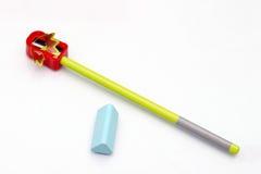 Bleistiftspitzer, ein Radiergummi und Bleistift Lizenzfreie Stockfotos