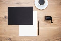 Bleistiftspitzer, Kaffee und Papier Lizenzfreie Stockfotografie
