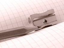 Bleistiftspitzer und Bleistift Lizenzfreies Stockbild