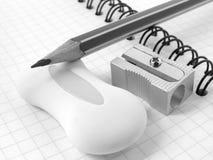 Bleistiftspitzer und Bleistift Stockfotografie