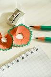 Bleistiftspitzer und Bleistift Lizenzfreie Stockfotos