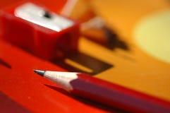 Bleistiftspitzer und Bleistift Stockfotos
