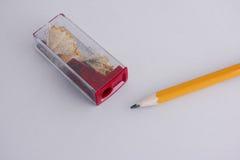 Bleistiftspitzer und Bleistift Stockbild
