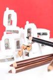 Bleistiftspitzer- und Make-upbleistifte mit Hülsen Stockfotografie
