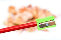 Bleistiftspitzer und Zeichenstiftbleistiftschrott Stockfoto