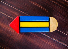 Bleistiftsymbol von den Farbholzklötzen Lizenzfreie Stockfotografie
