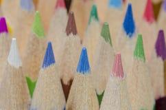 Bleistiftzeichenstifte in den verschiedenen Farben Stockfotos