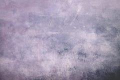 Bleke purpere grungy canvasachtergrond of textuur met donkere vignett stock afbeelding