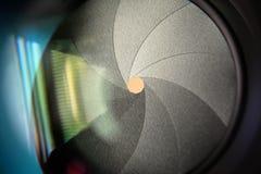 Blenda kamera obiektywu apertura Barwi stonowanego wizerunek - Selekcyjna ostrość z płytką głębią pole - obrazy royalty free