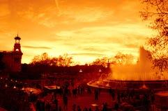 Blendend Sonnenunterganghimmel und Brunnen, Barcelona Stockfotografie