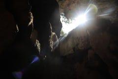 Blendenfleck in den Kalksteinhöhlen Stockfoto