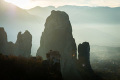 Blendenfleck ower Meteora und Klöster in Griechenland Stockbilder
