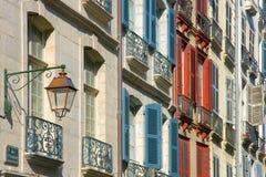 Blendenverschlüsse in der Straße Bayonne Stockfotografie
