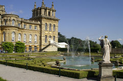 blenheim门面西方喷泉的宫殿 库存照片