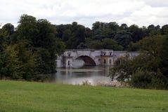Blenheim-Palast-Brücke Stockfotos