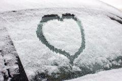 Blessez l'image avec la neige sur la fenêtre Peinture d'hiver pour les couples romantiques Surprise pour le mari ou l'épouse Pass images stock