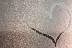 Blessez l'image sur freezen la fenêtre Image sur les baisses de l'eau glacée Peinture d'hiver photographie stock libre de droits