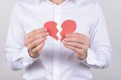 Blessez le concept de soins de santé déchiré par mariage de sentiments Cultivé étroitement vers le haut de la photo d'épuisé avec photo libre de droits