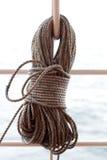 Blessez vers le haut la corde du bateau Images libres de droits