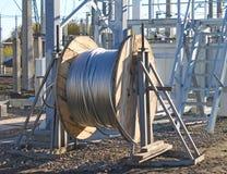 Blessure en aluminium de fil sur une bobine images libres de droits