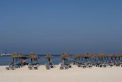 Bleu de ciel de début de la matinée sur la plage Images stock