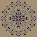 Bleu de mandala avec des motifs d'usine sur un fond brun Photographie stock