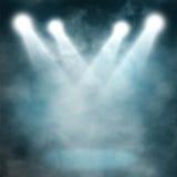 Bleu de projecteur sur le brouillard enfumé Image libre de droits