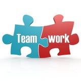 Bleu et rouge avec le puzzle de travail d'équipe Image stock