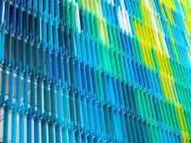bleu jaune coloré intérieur et extérieur de feuille en plastique acrylique Photos libres de droits