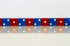 Bleu rouge aléatoire de jeu de jeu de matrices images libres de droits