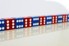 Bleu rouge aléatoire de jeu de jeu de matrices photographie stock libre de droits