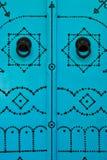 Bleu-tunesische Tür und Türklopfer Stockfotografie