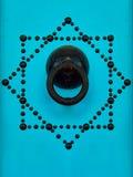 Bleu-tunesische Tür und Türklopfer Lizenzfreies Stockfoto
