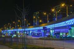 Bleudurchgang, beleuchtet in der Nacht Stockbild