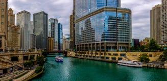 Bleus de la rivière Chicago - Chicago du centre image stock