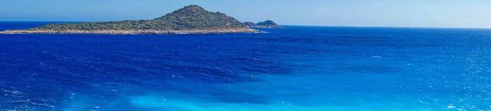 Bleus spectaculaires de la mer Égée Photographie stock libre de droits