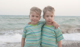 Bliźniąt jednojajowe dzieci Fotografia Royalty Free