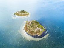Bliźniacze wyspy w błękitnym nawadniają Zdjęcia Royalty Free