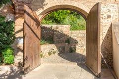 Bliźniaczy otwarte drzwi podwórze przy Alhambra pałac w Grana fotografia stock