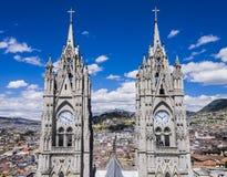 Bliźniaczy zegarowy wierza bazyliki del Voto Nacional, Quito, Ekwador obraz stock