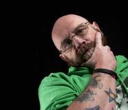 Tänkande tatuerad man Royaltyfri Fotografi