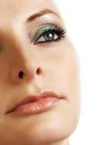 Blick der jungen Frau auf oben Stockfotos